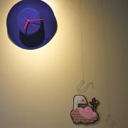 左上の帽子時計もすてきでしょ。金澤さんの作品も場所にマッチ。