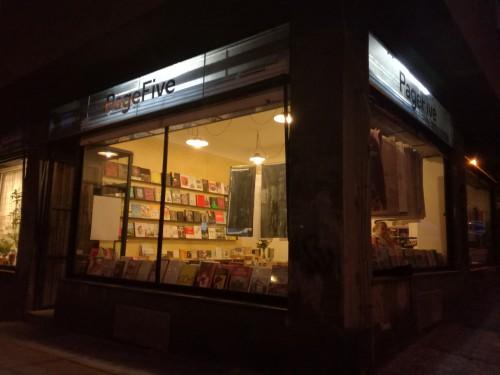 【チェコ記2】20170314(火)プラハのアートブック店としょうゆと